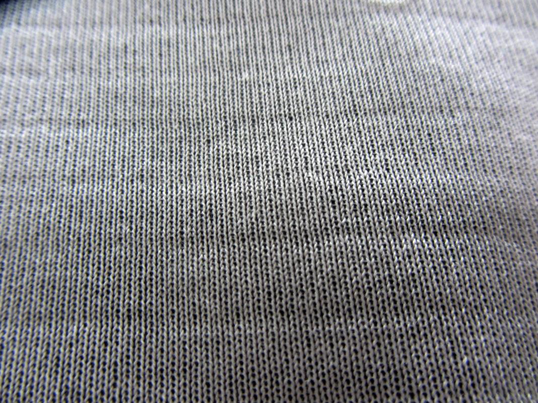 Esempio di barratura, uno dei difetti più frequenti del nylon.